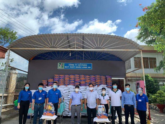 ỉnh Long An - Trần Anh Group tặng 3.000 phần quà